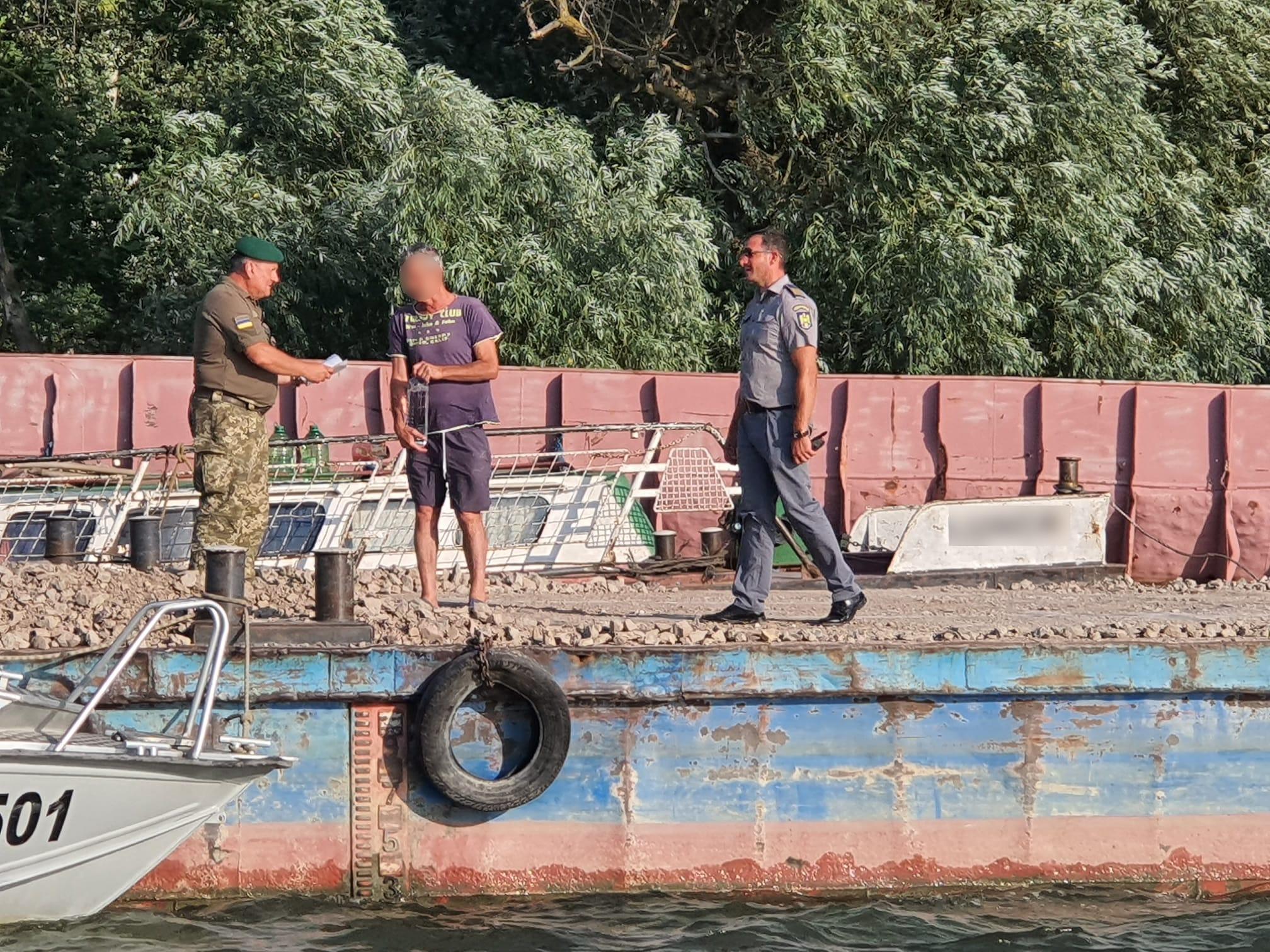 """Дунай попутал: румынский """"толкач"""" нарушил границу, зайдя во внутренние воды Украины"""
