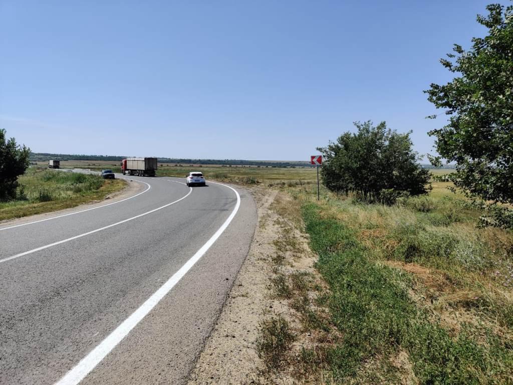 В Измаильском районе на автодороге М-15 наносят и восстанавливают дорожную разметку