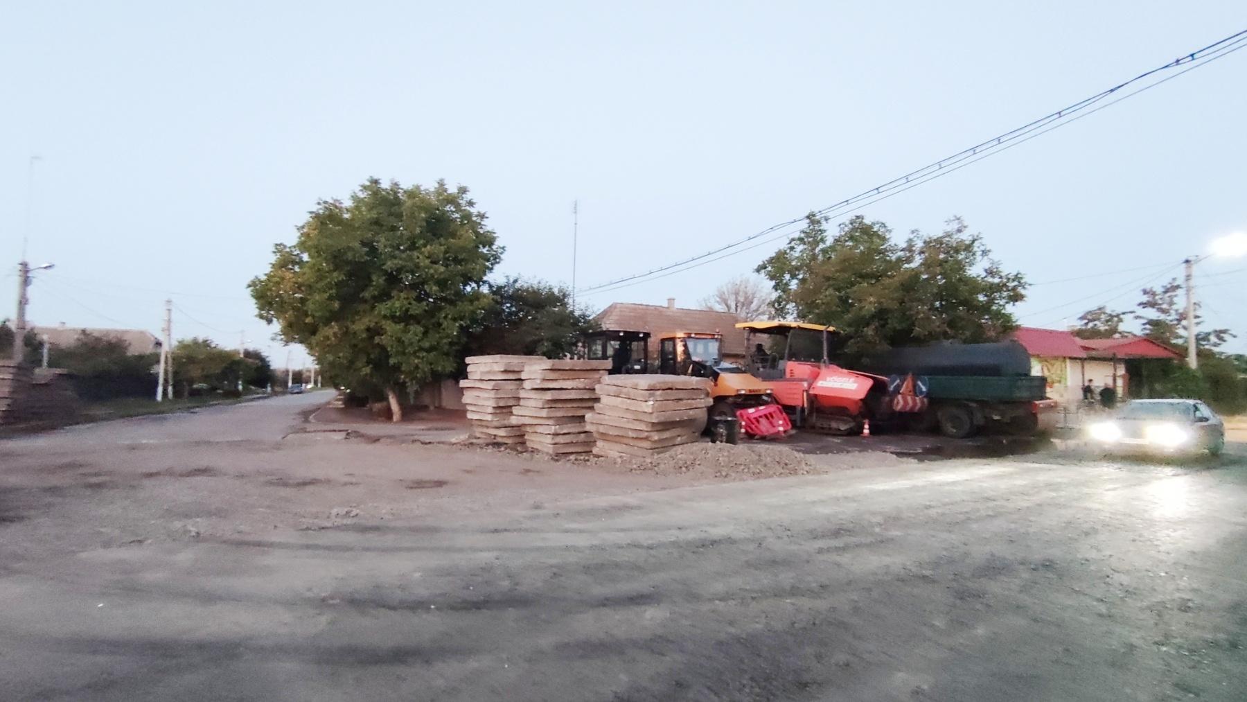 В Килии на еще одной улице снимают плиты - причина