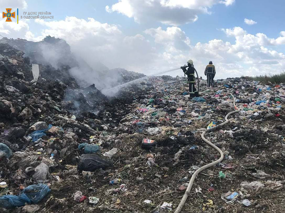 В Белгород-Днестровском районе уже второй раз за неделю горит мусорная свалка