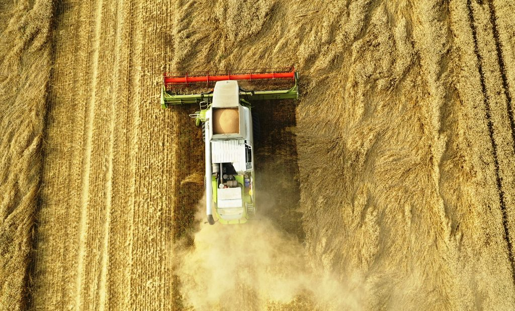 В Одесской области аграрии собрали второй миллион тонн зерна нового урожая: какие районы лидируют