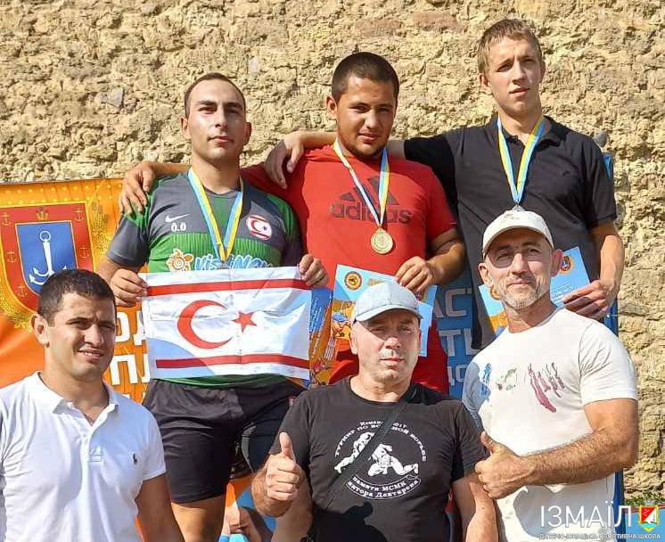 Измаильчане завоевали 7 медалей на чемпионате Одесской области по пляжной борьбе