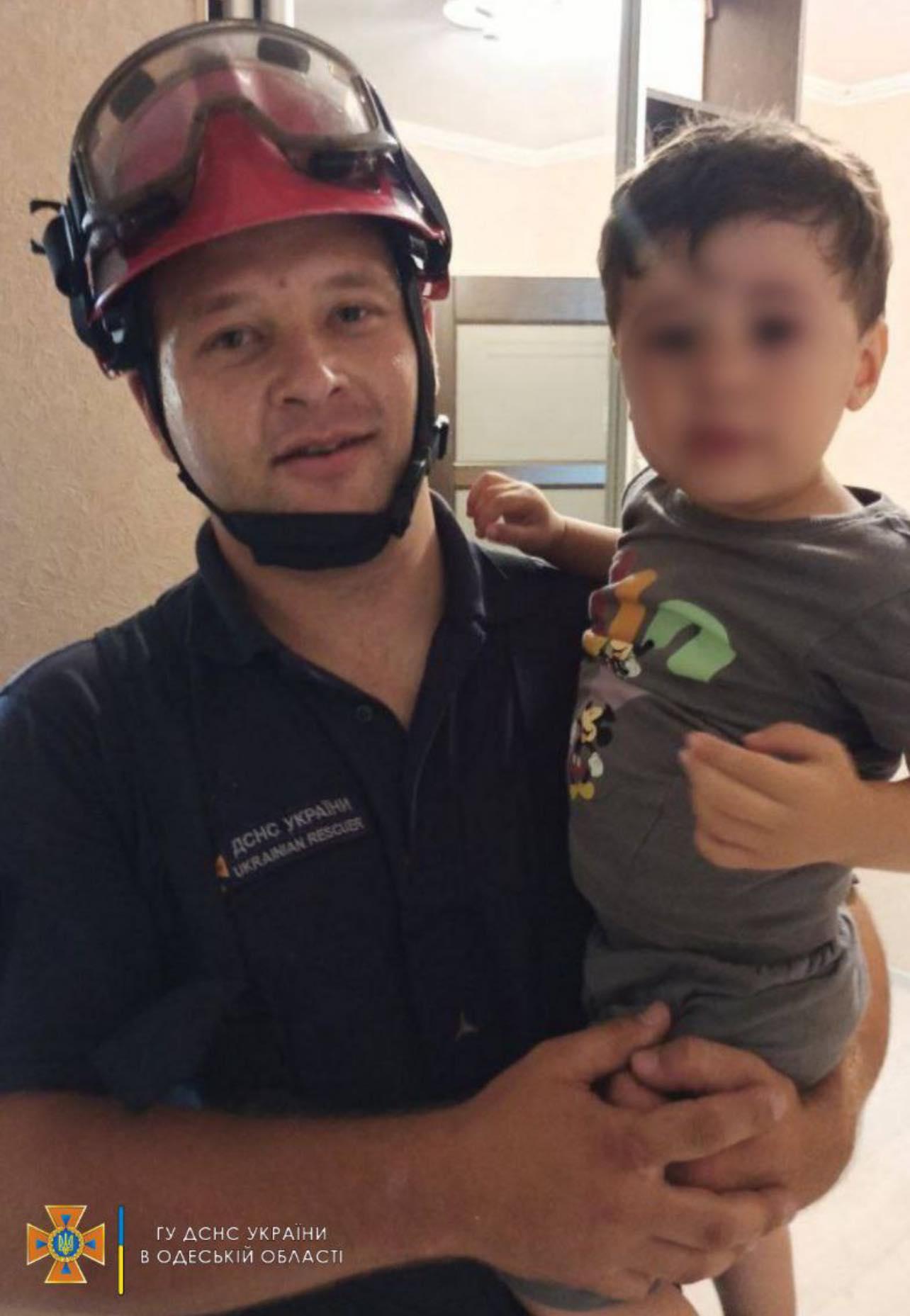12 минут ужаса и поседевшая няня: в Белгороде-Днестровском спасли 2-летнего малыша, заблокировавшегося в квартире