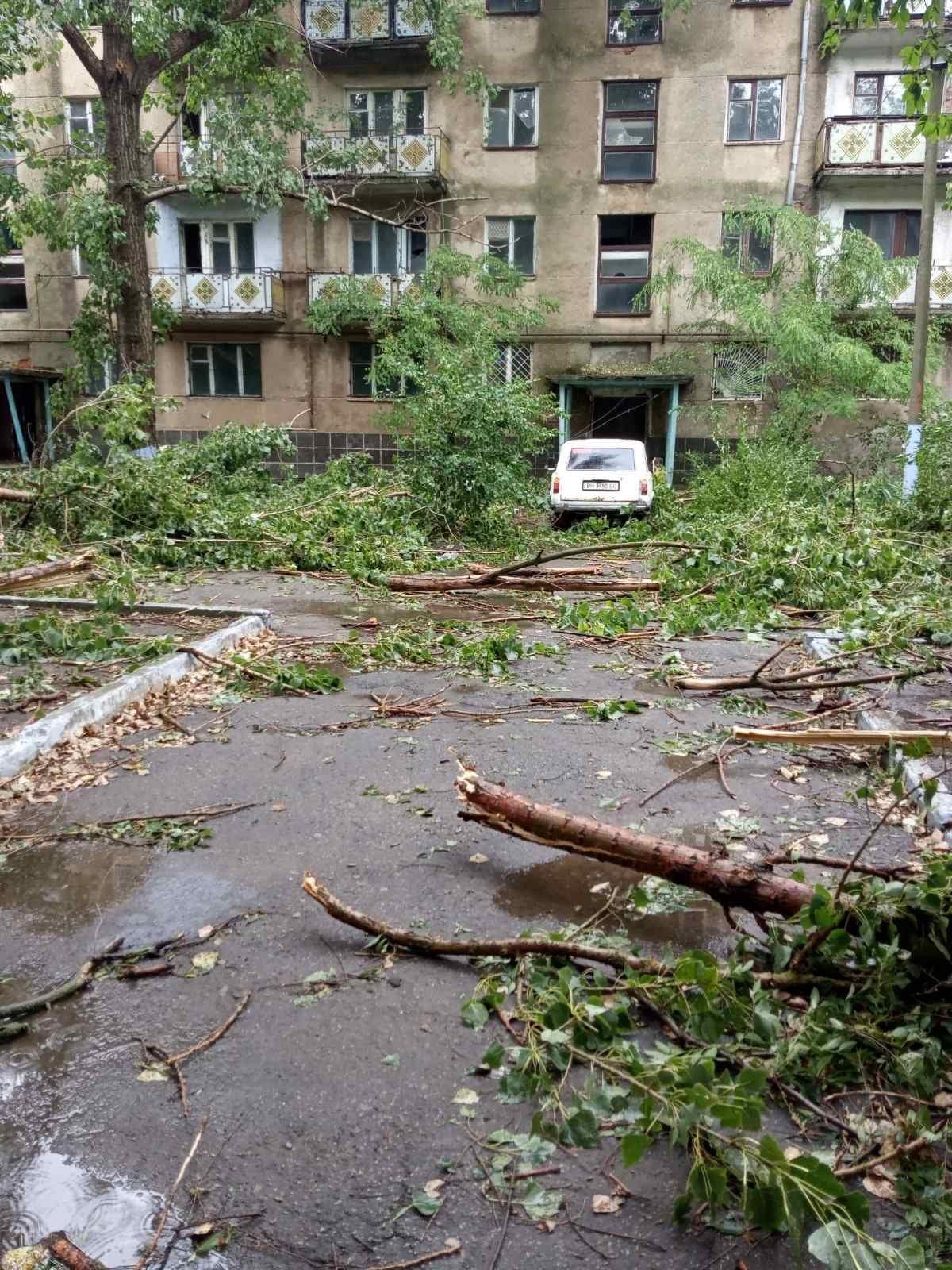 Сорванные крыши и большие убытки: в бывшем Тарутинском районе пронесся ураган с ливнем и градом