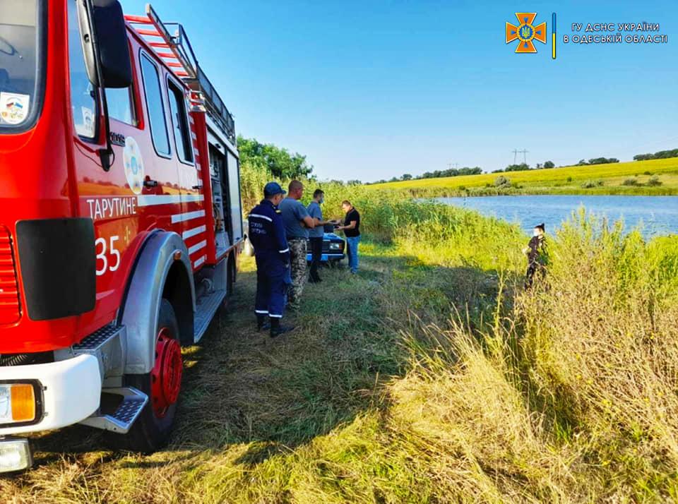 Вода снова унесла жизнь: в Болградском районе из пруда достали тело утопленника