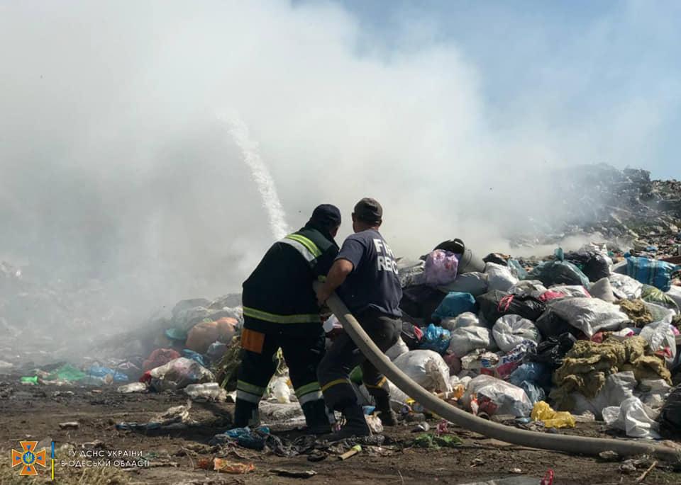 Неизвестные подожгли свалку в Белгород-Днестровском районе: обнаружено несколько очагов пожара