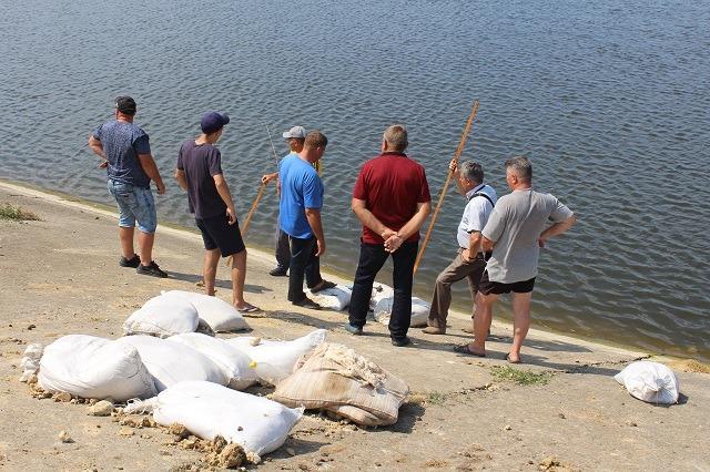 В Каменке из-за аварии на водохранилище прошло выездное заседание комиссии по ТЭБ и ЧС Сафьяновской ОТГ: что происходит в селе