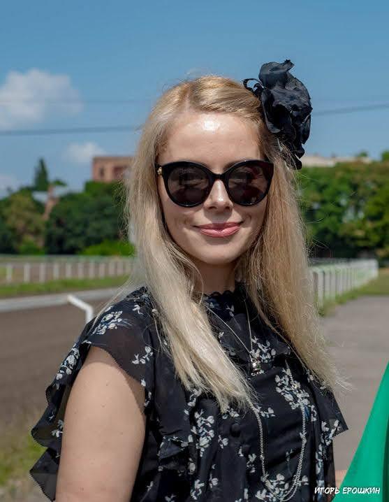 """""""Ladies Day 2021"""": в Одессе на ипподроме выбирали самую стильную женскую шляпку"""