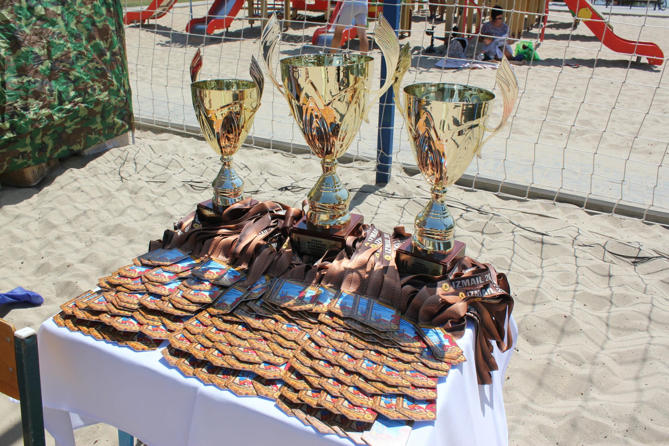 В Измаиле прошел 3-й Кубок Бессарабии по пляжной борьбе. Город занял первое командное место (фото)