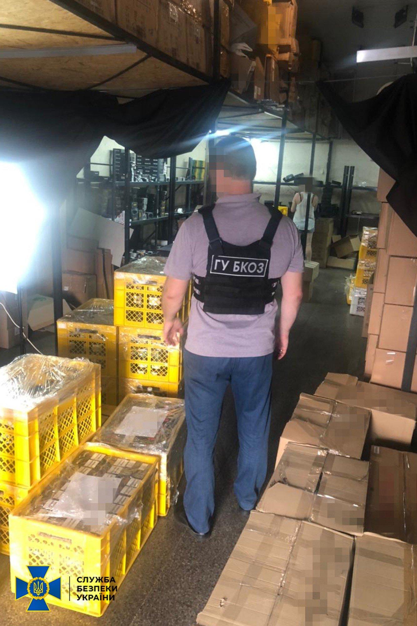 """В Одессе обнаружили производителей """"левых"""" сигарет, которые продавали их через Instagram и Telegram"""