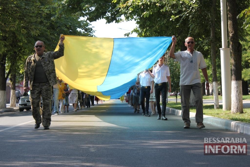 В Измаиле торжественно отметили День независимости Украины и пронесли огромный флаг