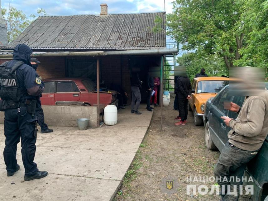 На Волыни 60-летняя женщина удерживала молодых мужчин в рабстве, угрожая физической расправой
