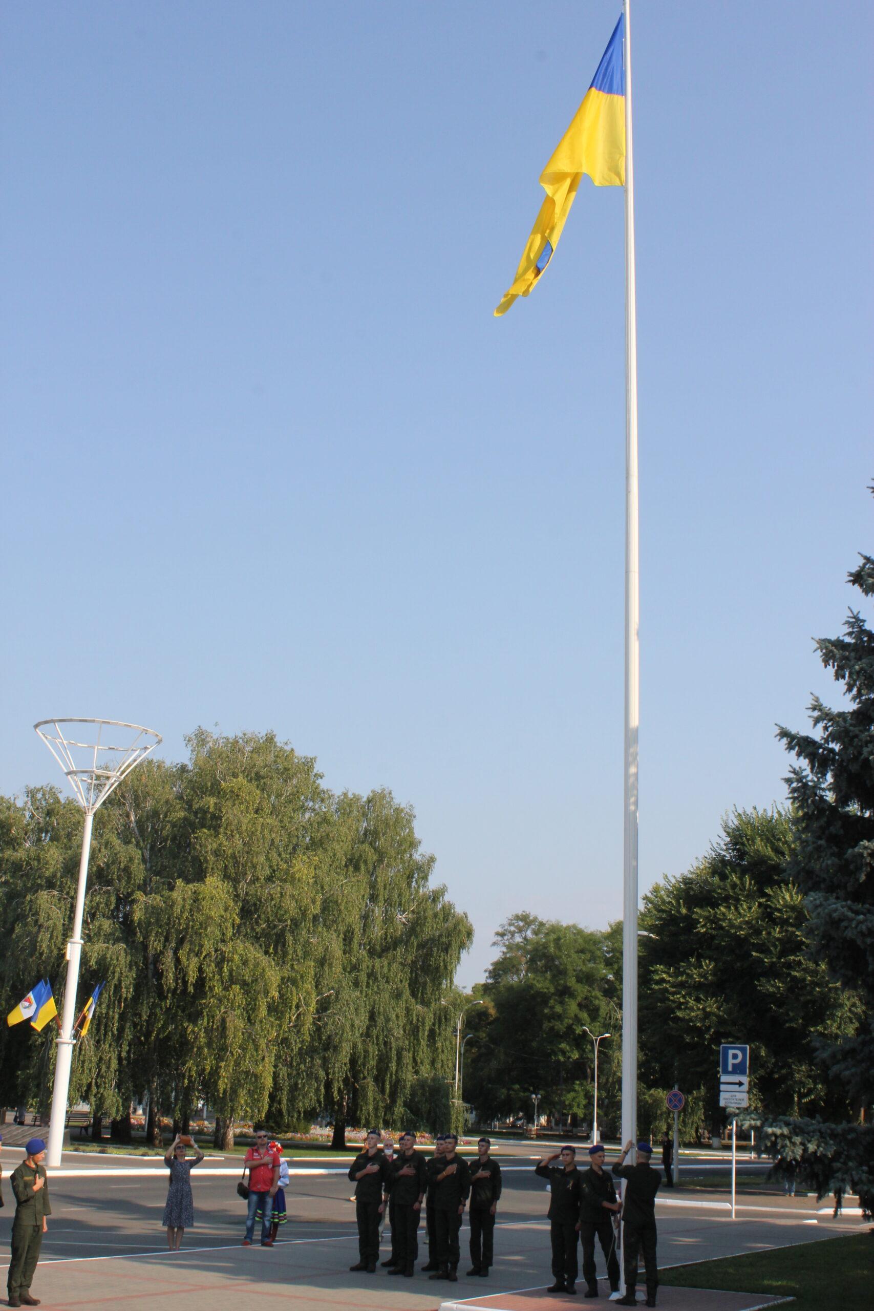 В Измаиле прошло торжественное поднятие флага Украины (фоторепортаж)