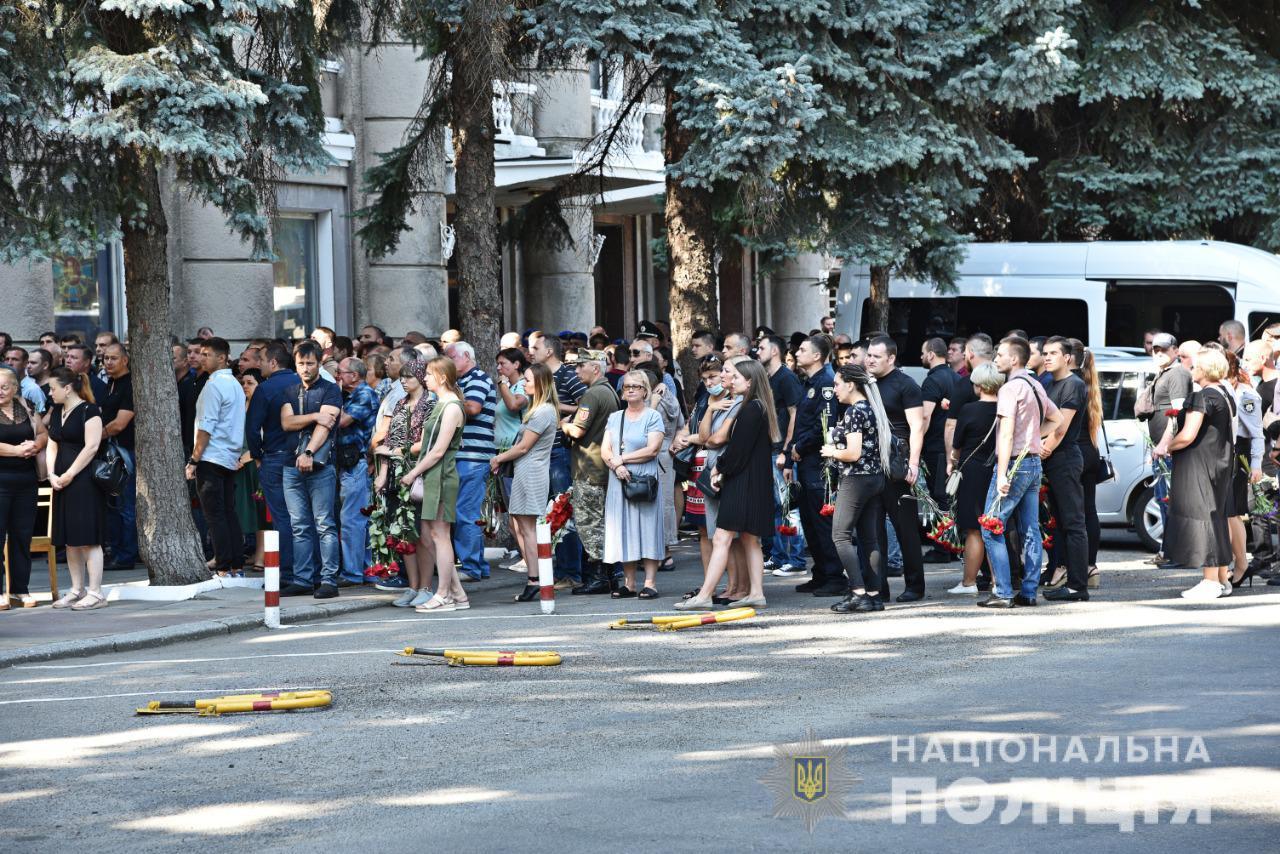 В Одессе сегодня простились с оперативникам уголовного розыска, которые погибли в жутком ДТП в селе Заря