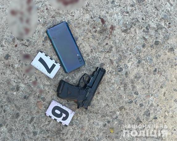 В одном из дворов Одессы произошла стрельба. Ранен мужчина, стрелявший скрылся, объявлен план перехват