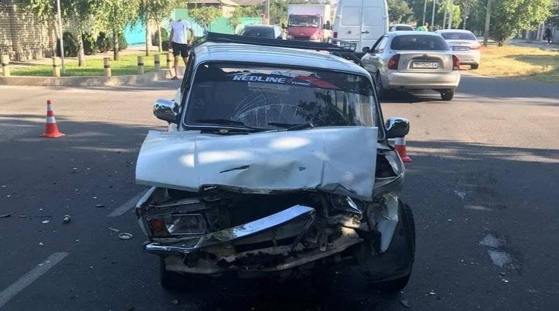 """В Измаиле пенсионер на """"семерке"""" не пропустил VW Caddy и перевернул его: два человека пострадали"""