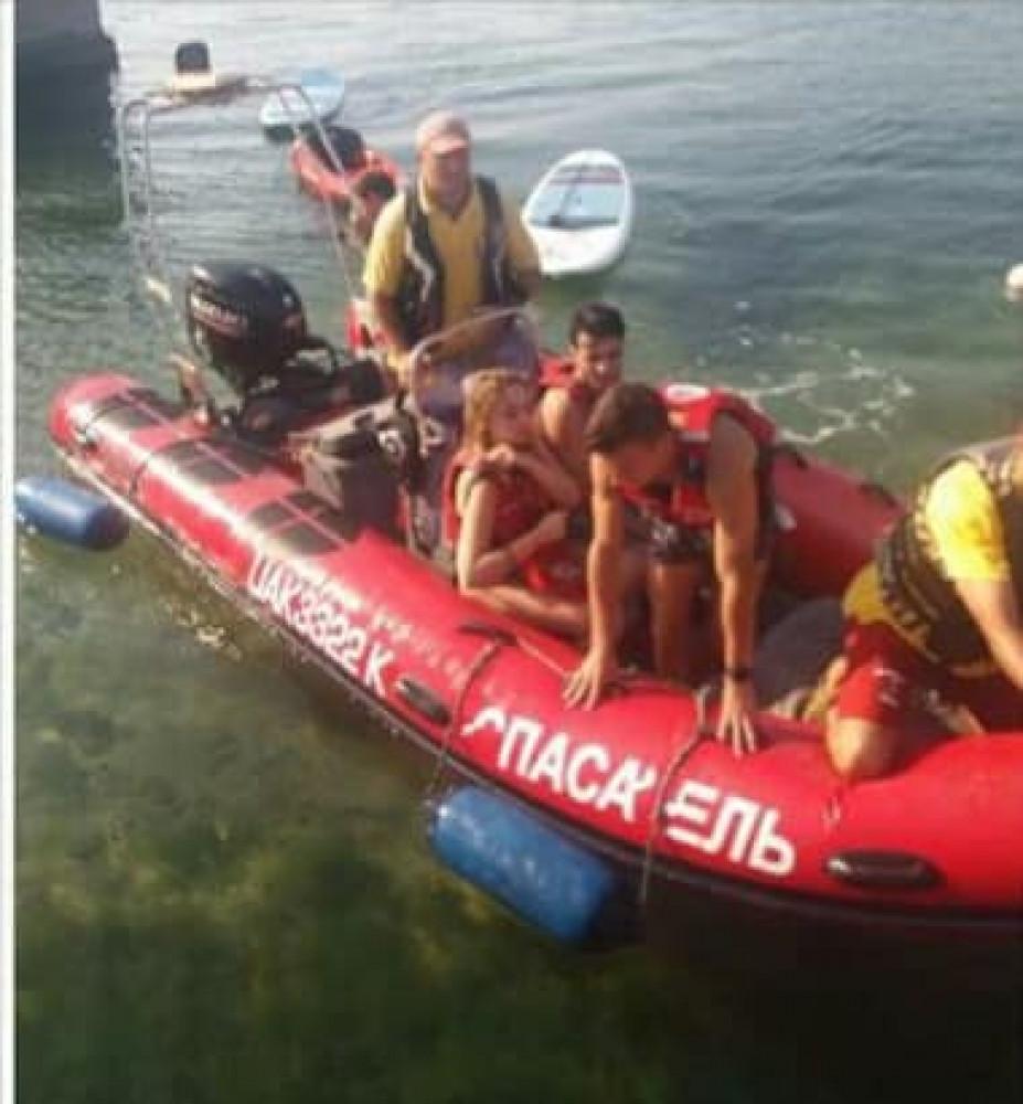 Опасный пляжный отдых: у берегов Одессы спасли любителей острых ощущений, которых на 5 км унесло в море