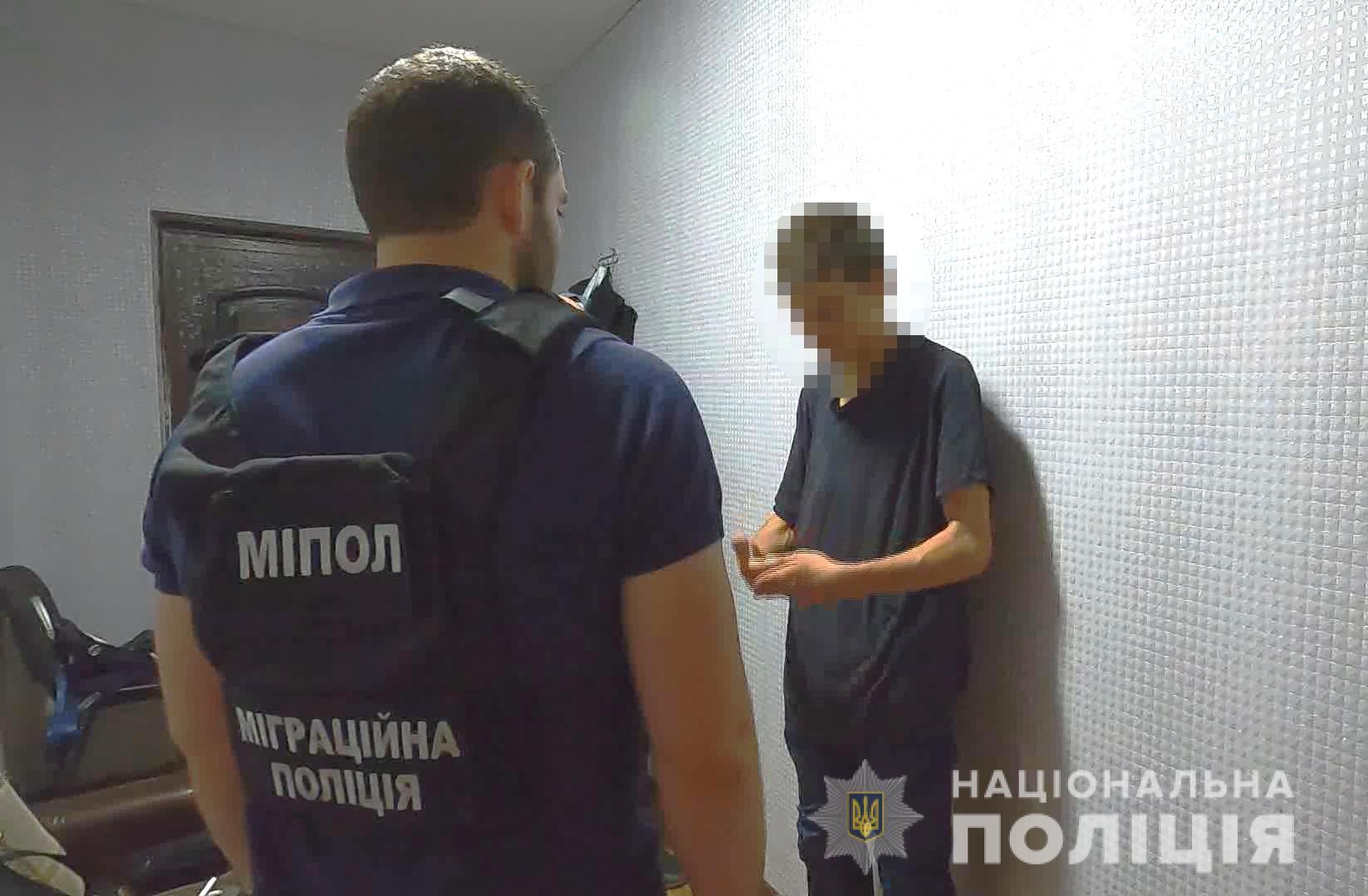 Обещал игрушку: в Одессе задержан мужчина по подозрению в развращении шестилетней девочки