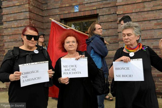 В Польше заробитчане вышли с протестом по поводу смерти украинца, которого полиция везла в вытрезвитель