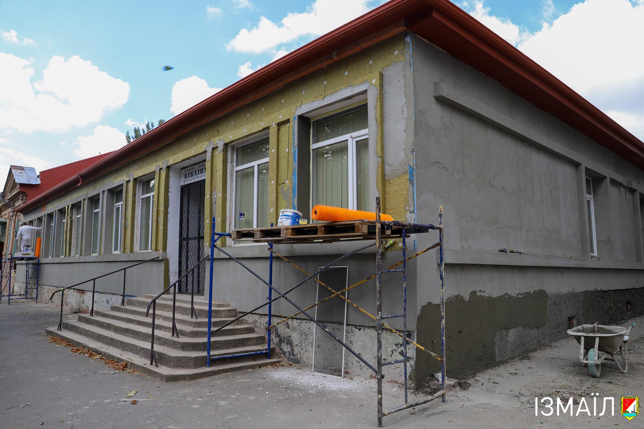 В Измаиле в рамках грантового проекта преображают фасад Центральной городской библиотеки им. Котляревского