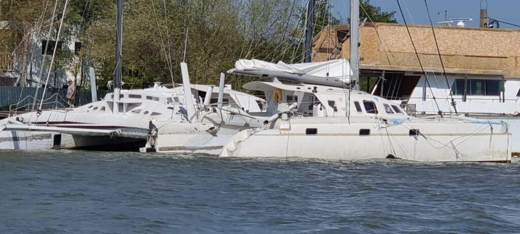 Отказал двигатель: сухогруз с пшеницей, шедший из Рени, врезался в три яхты на Дунае