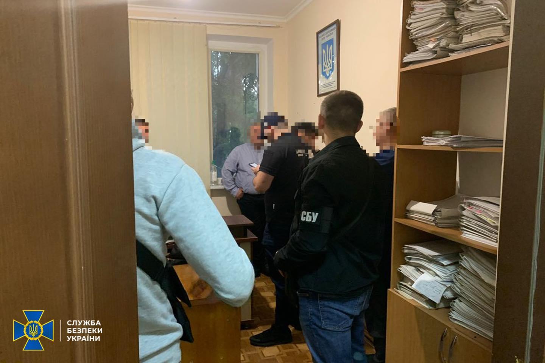 """СБУ задержала в Одесской области начальника туристической полиции, """"крышевавшего"""" незаконную торговлю на побережье"""