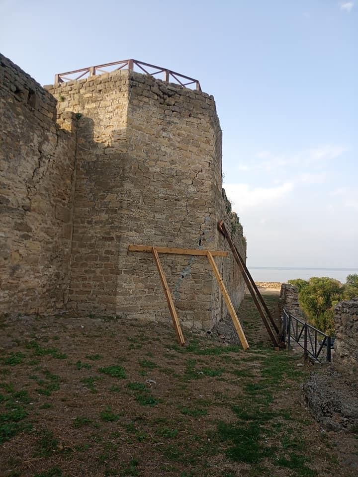 Сохранить целостность для потомков: аварийную башню в Аккерманской крепости будут спасать от разрушения