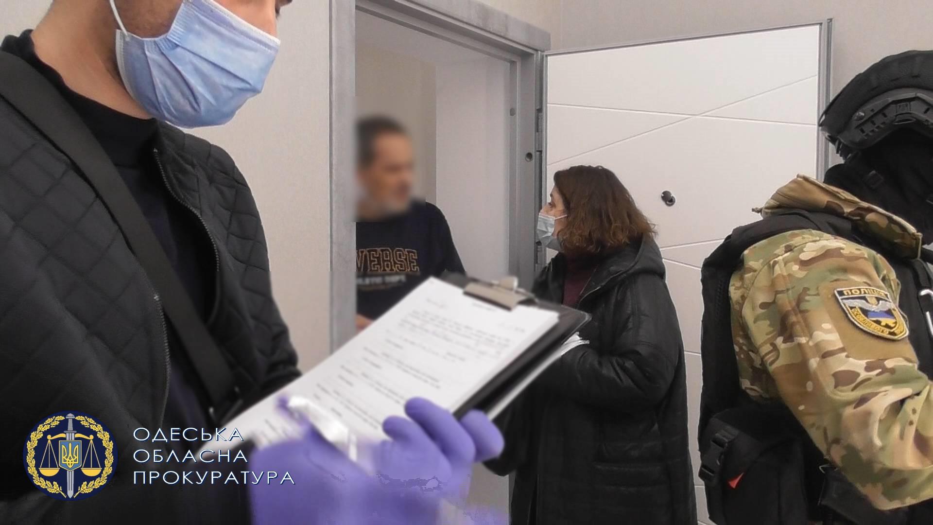 Одесситка с сообщниками два месяца пытала утюгом своего гражданского мужа и его племянника ради денег и квартиры