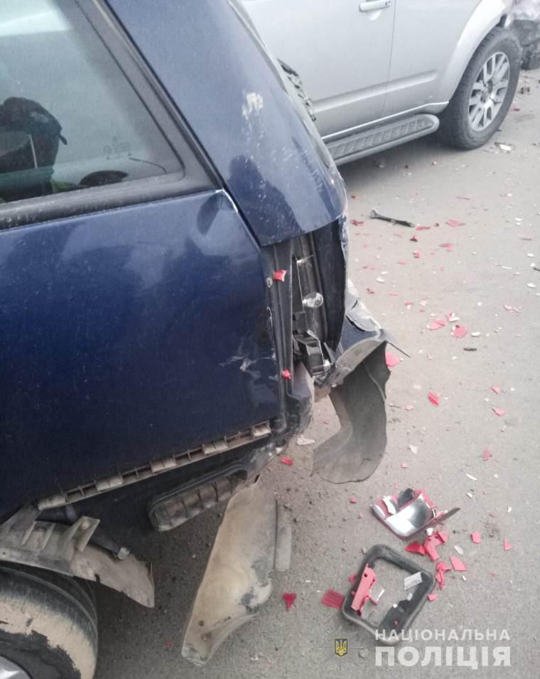 В Черноморске подросток угнал у мамы внедорожник и устроил ДТП с шестью автомобилями