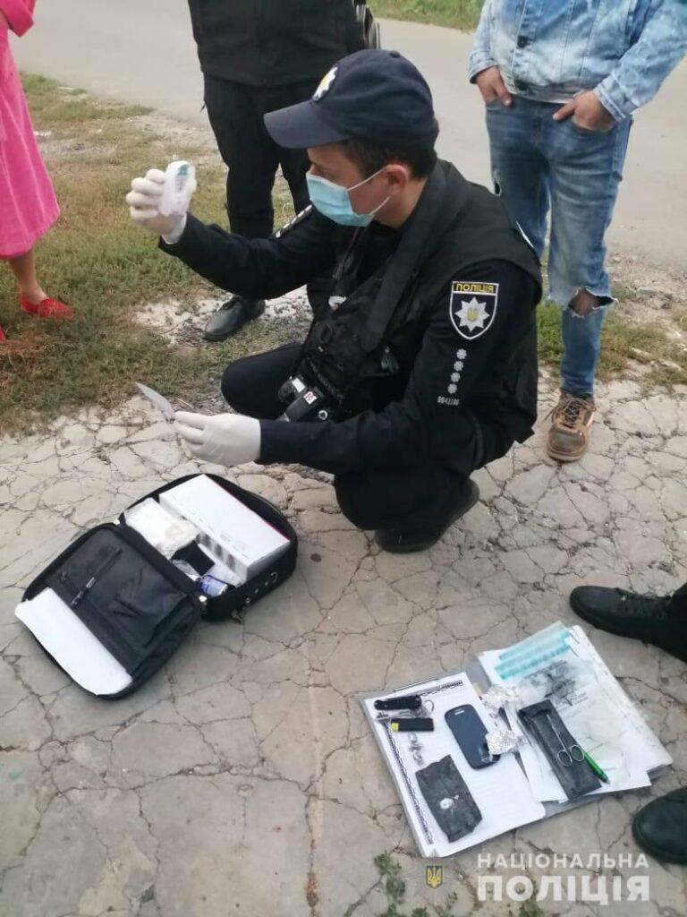 """В Одессе на """"горячем"""" задержали двоих измаильчан-закладчиков. В их съемном доме обнаружили тайник с метадоном"""