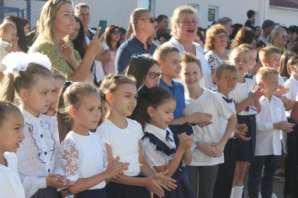 """1 сентября в Измаиле: первый звонок в """"первой"""" школе с новым директором и фоторепортаж по городу"""