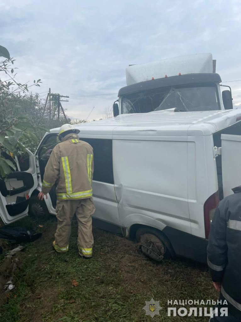 В Одесской области микроавтобус столкнулся с фурой: пострадали пять человек, среди которых маленький ребенок