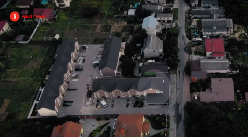 """Две квартиры, дом и """"Тесла"""": мать нардепа из """"Слуги народа"""" Клочко за два года обзавелась имуществом на более чем 14 млн грн"""