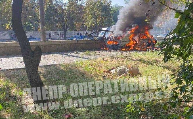 В Днепре посреди улицы взорвалось авто: погибли два человека. Происшествие квалифицировали как теракт