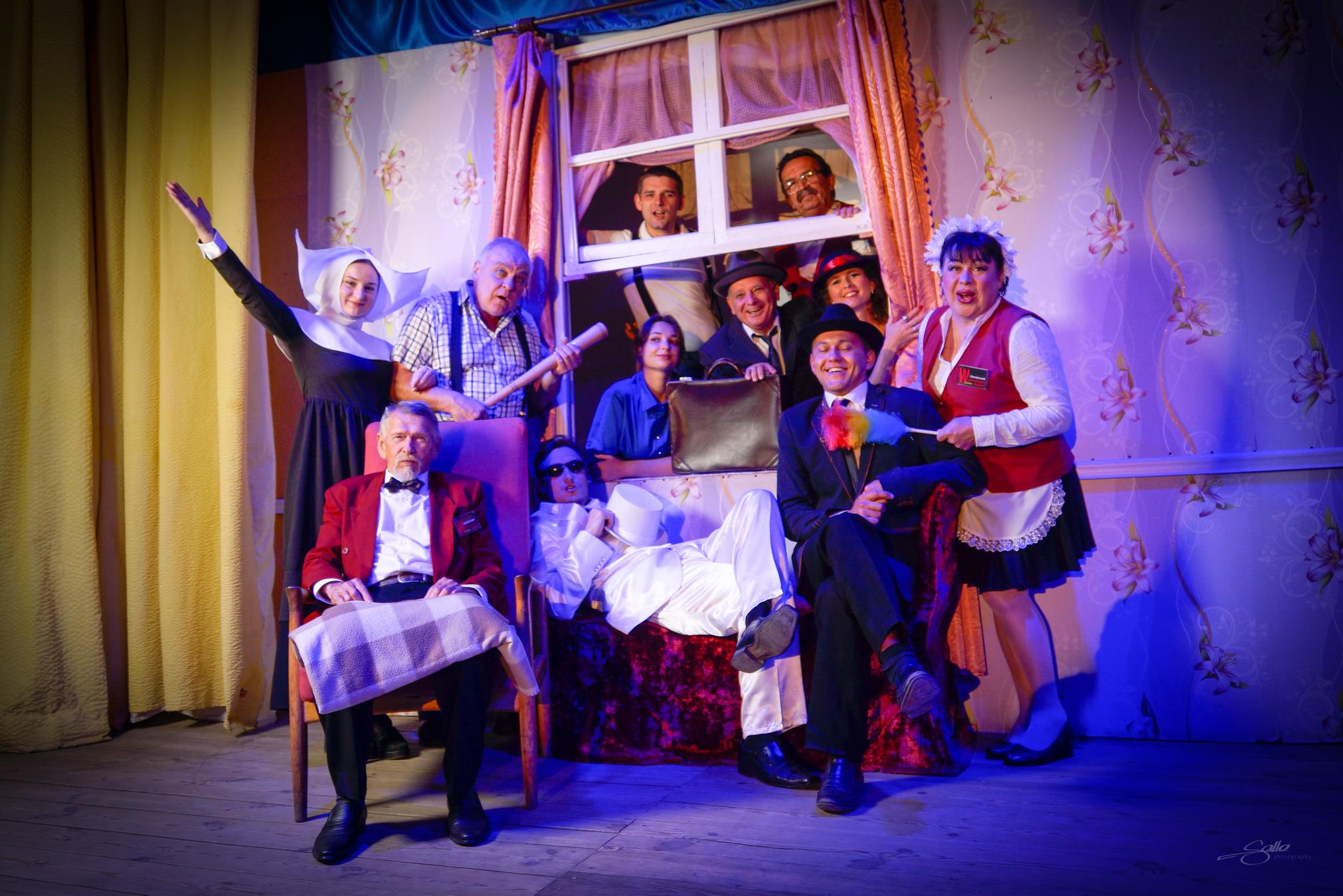 """Килийский театр одержал триумфальную победу на областном конкурсе, показав спектакль """"Он, она, окно, покойник"""""""