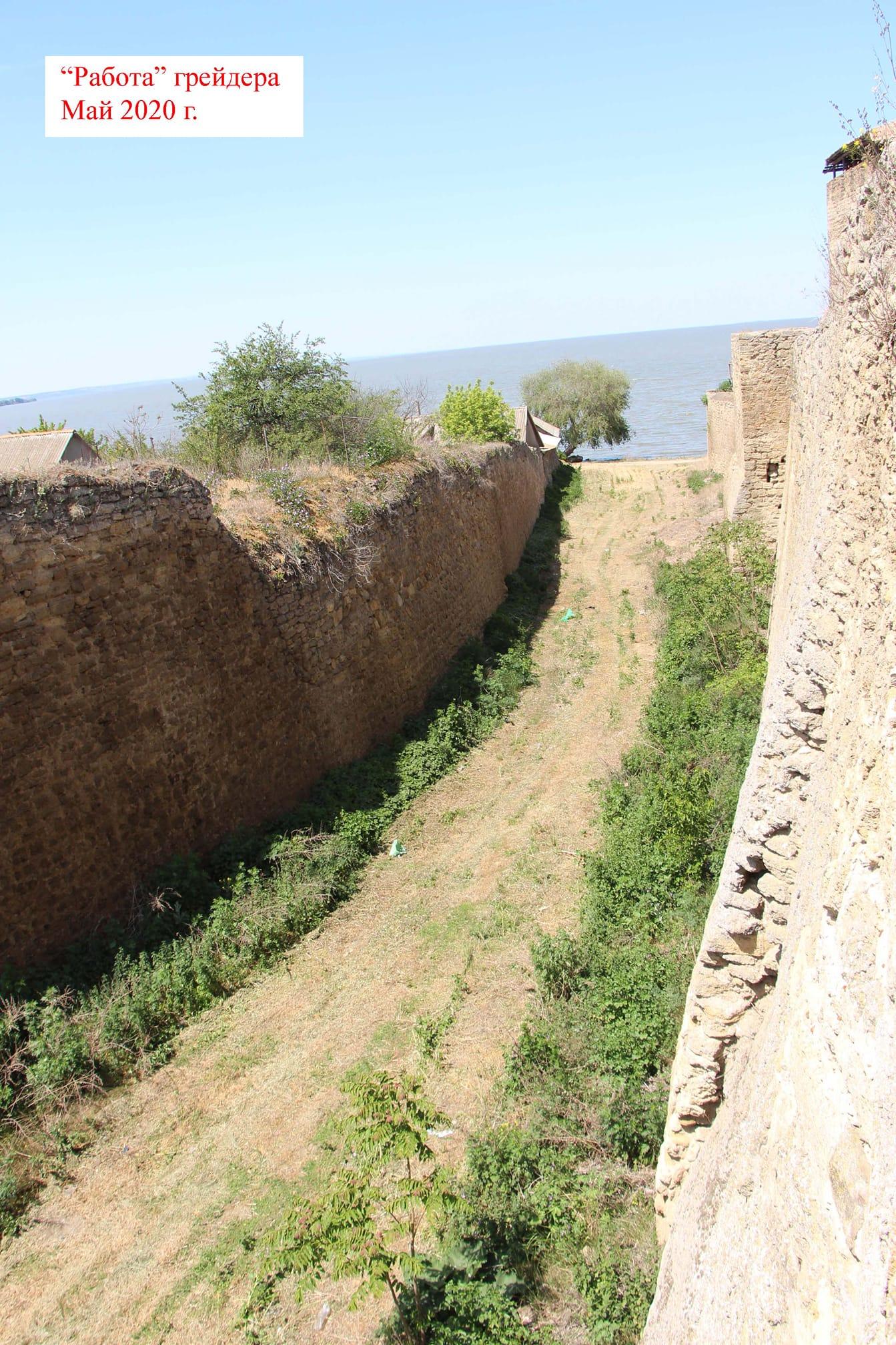 Засыпанный мусором и запущенный ров расчищают: в Аккерманской крепости может появиться новый экскурсионный маршрут