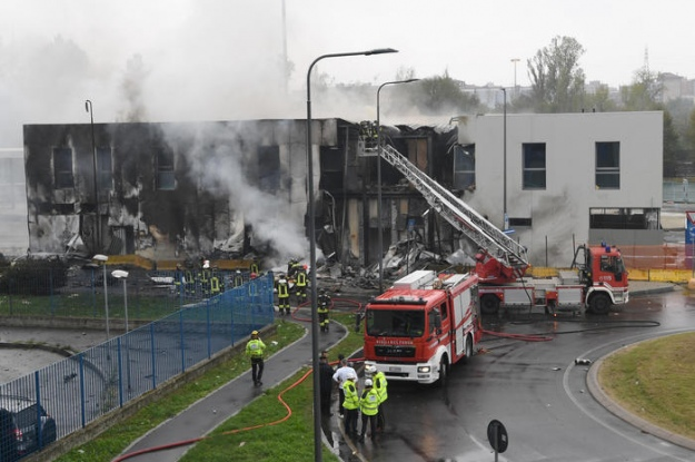 В Милане частный самолет румынского миллиардера врезался в здание. Восемь человек погибли, среди которых годовалый ребенок