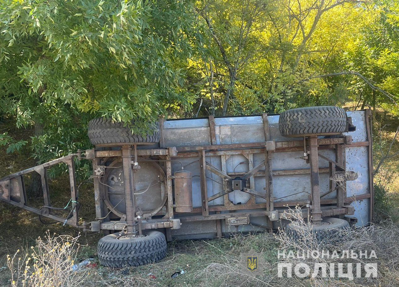 В Одесской области перевернулся трактор: 9-летний ребенок погиб, а тракторист - сбежал