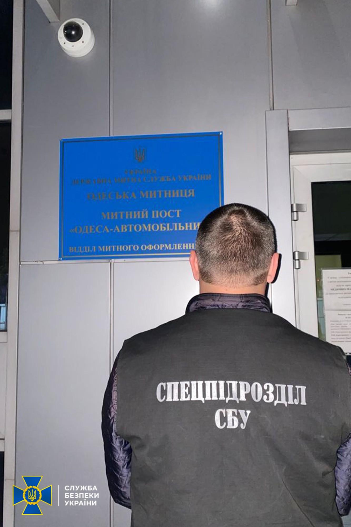 «Цена вопроса» - $ 50, растаможка - за 4 минуты: в Одесской области СБУ блокировала коррупционную схему, приносившую 200 тыс долларов в месяц