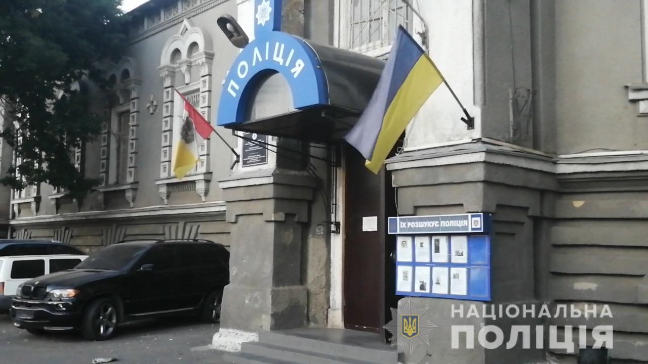 В Одессе отчим систематически насиловал семилетнюю девочку, пока ее мать была на работе