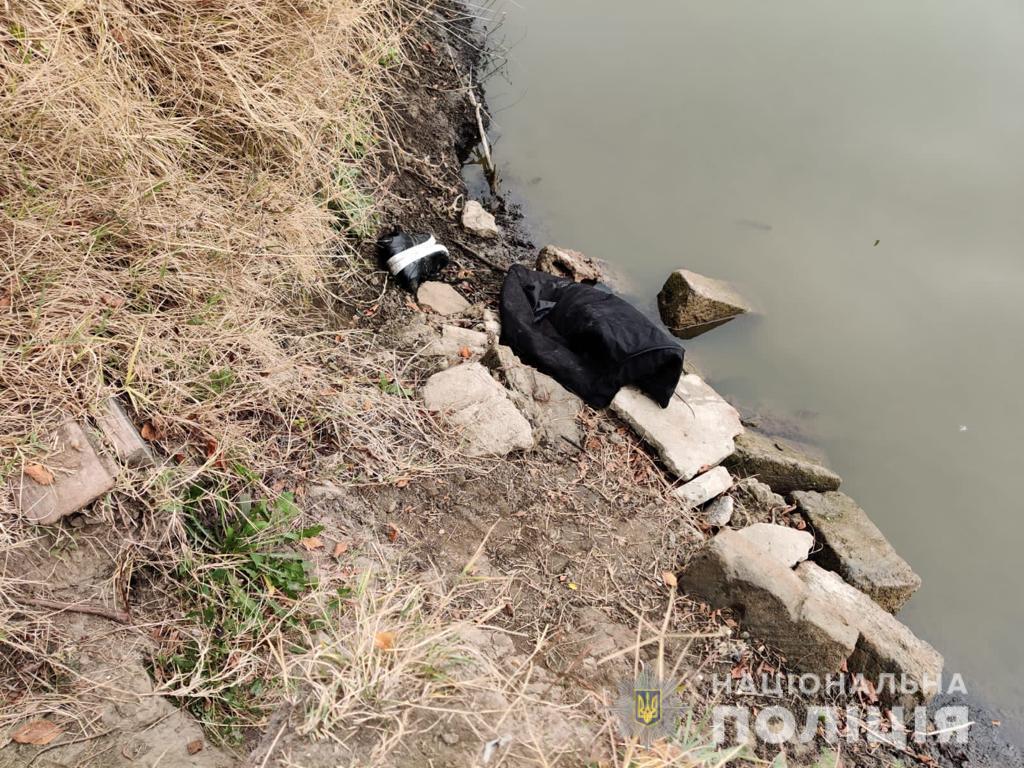 Проломила собутыльнику голову кирпичом и сбросила тело в канал: в Измаиле задержали подозреваемую в убийстве (добавлены фото)