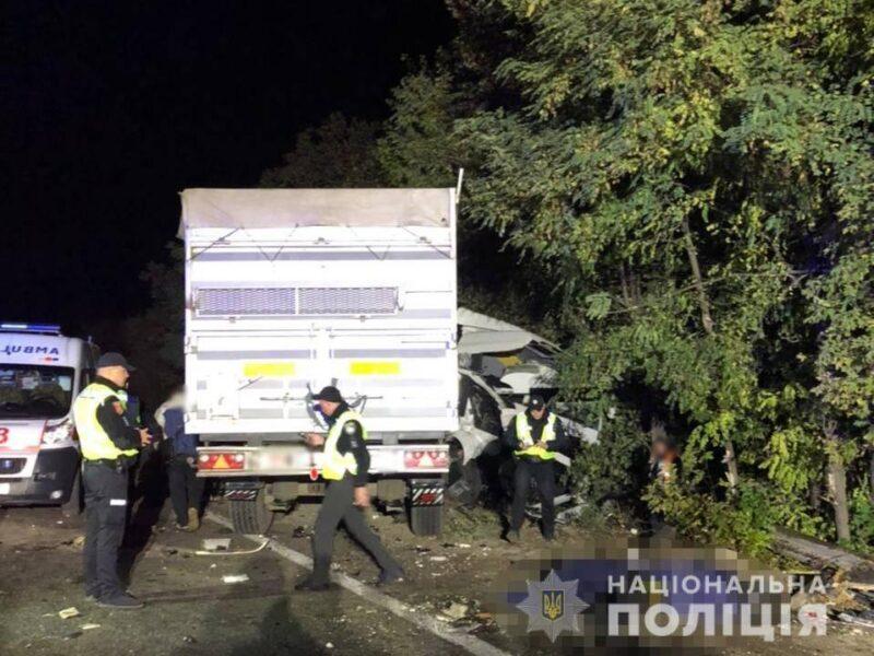 На трассе Одесса-Киев грузовик въехал в пассажирскую маршрутку - есть жертвы