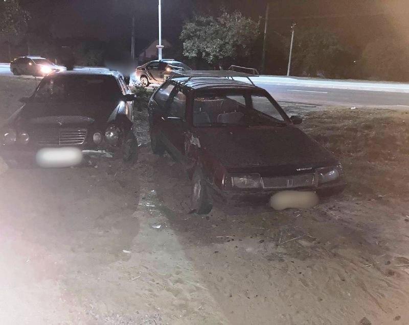 В Измаиле пьяный на Мерседесе влетел в припаркованное у обочины авто