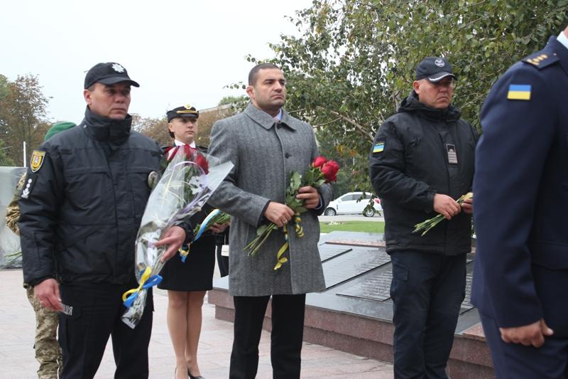 День защитников и защитниц в Измаиле отметили минутой молчания и возложением цветов